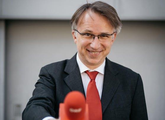 Der Anarcho-Reporter und Schreck aller Promis und Politiker packt nun am 06.11. auf einer Kleinkunstbühne in Baden aus.