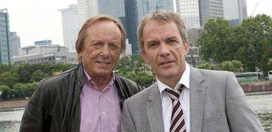 """Privatdetektiv Matula (Claus Theo Gärtner, l.) und Strafverteidiger Lessing (Paul Frielinghaus) ermitteln in """"Ein Fall für zwei""""."""