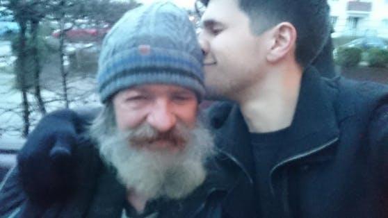 Endlich vereint! Norman hat seinen Papa wiedergefunden.