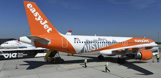 Erstes easyJet-Flugzeug unter OE-Zeichen ist mit spezieller Bemalung am Donnerstag in Wien gelandet.
