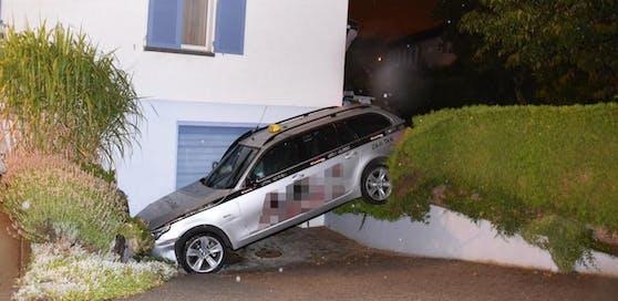 Hier endete die Irrfahrt mit dem gestohlenen Taxi. (Quelle: Kantonspolizei St.Gallen)