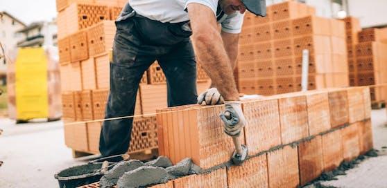 Symbolbild eines Bauarbeiters.