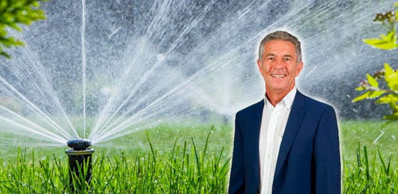 Bürgermeister Günter Engertsberger mahnt seine Mitbürger, Wasser zu sparen.