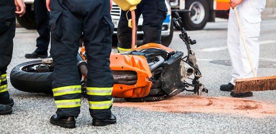Die Motorradlenkerin wurde bei dem Unfall schwer verletzt