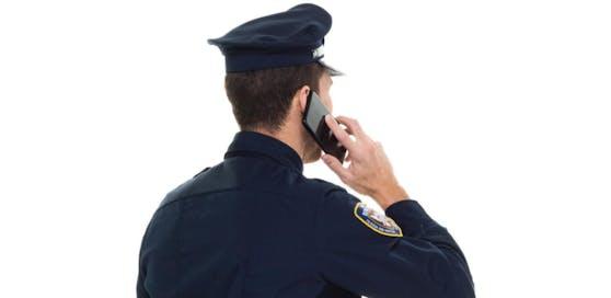 Die Polizei warnt vor Trickbetrügern, die sich am Telefon als Polizisten ausgeben.