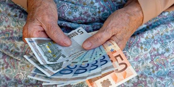 Frauen erhalten im Schnitt nur die Hälfte der Rente von Männern.