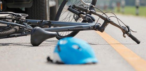 Ein Radler wurde umgefahren. Die Polizei fahndet.