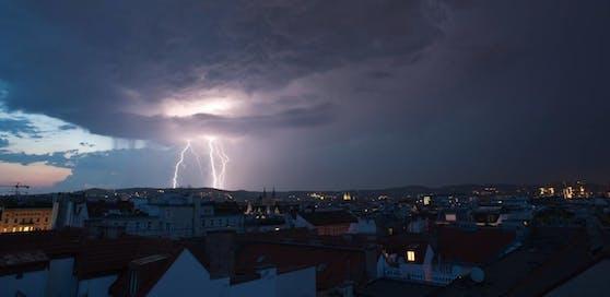 Gewitter machen Pause, ziehen nach Osten ab - News   heute.at