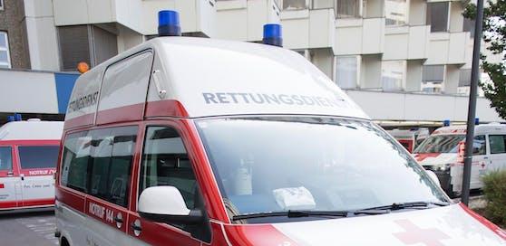 Rettung brachte die Verletzten ins Spital.
