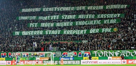 """Plakat in Rapids """"Block West"""" beim Derby gegen die Austria"""