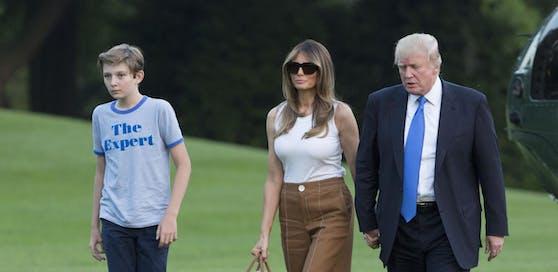 """""""Experte"""" Barron Trump mit seiner Mama Melania und Papa Donald Trump bei seiner Ankunft im Weißen Haus."""