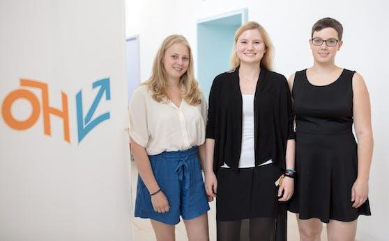 ÖH-Vorsitzende Johanna Zechmeister (FLÖ), 1. Stellvertreterin Marita Gasteiger (GRAS, R) und 2. Stellvertreterin Hannah Lutz (VSStÖ, L) am Freitag, 23. Juni 2017, im Rahmen einer PK mit dem frisch gewählten ÖH-Vorsitzteam in Wien.