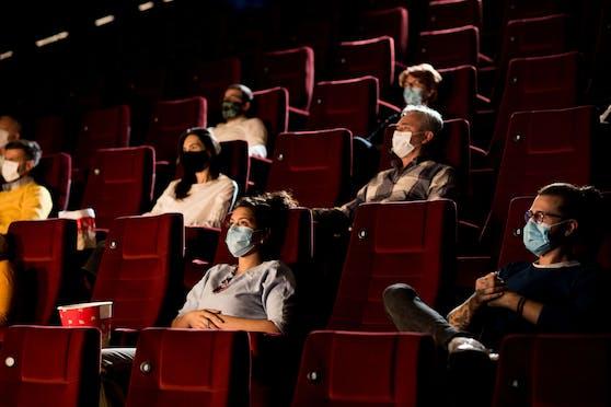 Auch in Kinos muss man in Wien nun wieder Masken tragen.