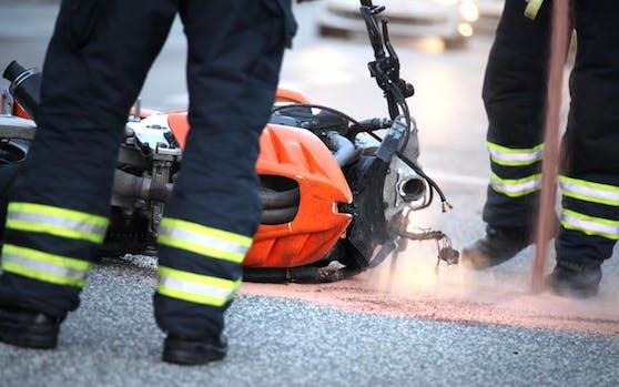 Der Biker starb noch an der Unfallstelle.