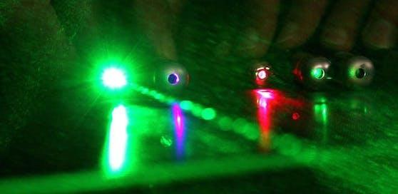 Drei Jugendliche blendeten Autofahrer mit einem Laserpointer.