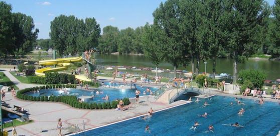 Die fünf Saisonarbeiter aus Ungarn sorgen für Sicherheit im Strandbad.