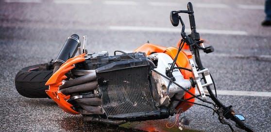 Der 42-jährige Biker verletzte sich bei dem Unfall schwer