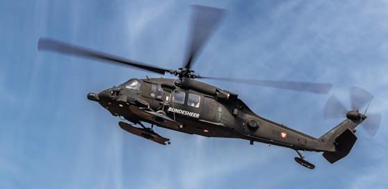 """Das Heer testet seine Hubschrauber (im Bild ein """"Black Hawk"""") und Flieger."""