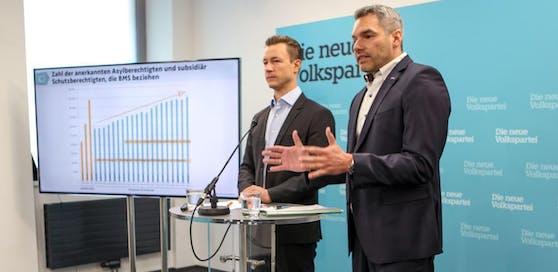 ÖVP-Wien-Chef Gernot Blümel und ÖAAB-Wien-Chef Karl Nehammer fordern eine Deckelung der Mindestsicherung in Wien.