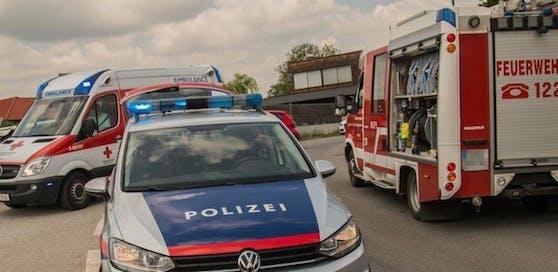 Feuerwehr, Polizei und Rettung standen im Einsatz – und das völlig grundlos. Symbolbild.