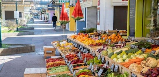 Die Märkte, wie etwa der Südbahnhofmarkt, bleiben vorerst offen. Verkauft werden aber nur Lebensmittel.