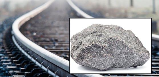 Unbekannte legten fünf Granitsteine auf die Gleise.