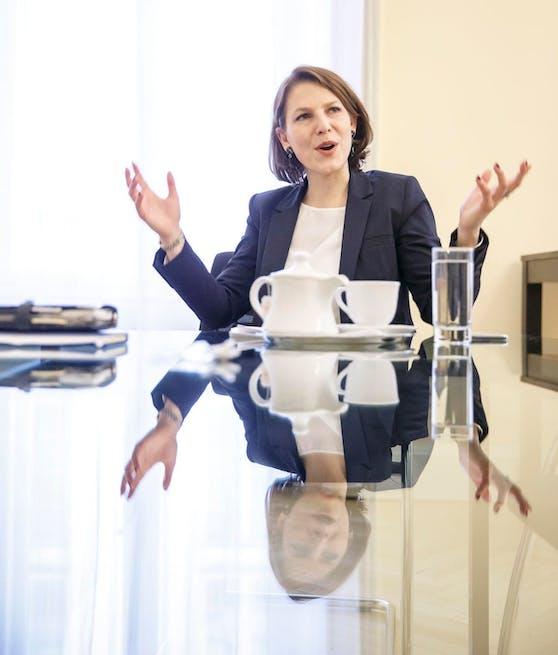 interview mi der neuen Staatssekretärin Karoline Edtstadler im Innenministerium
