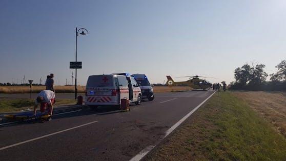Die Rettungskräfte am Unfallort.