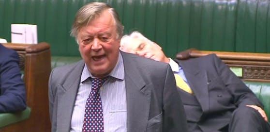 Der Politiker ist während einer Ansprache im britischen Unterhaus eingenickt.