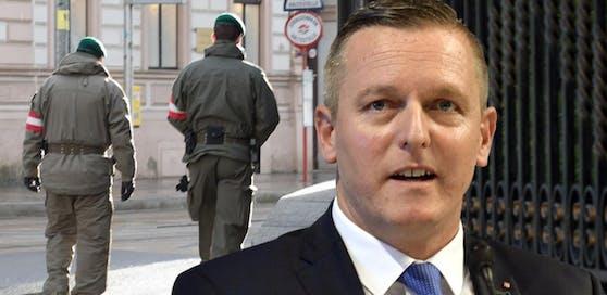 Soldaten des Österreichischen Bundesheeres patrouillieren einen Tag nach der Messerattacke vor der Residenz der Islamischen Republik Iran in Wien-Hietzing. Verteidigungsminister Kunasek bekräftigte seine Entscheidung die Bewachungsposten zu verdoppeln.