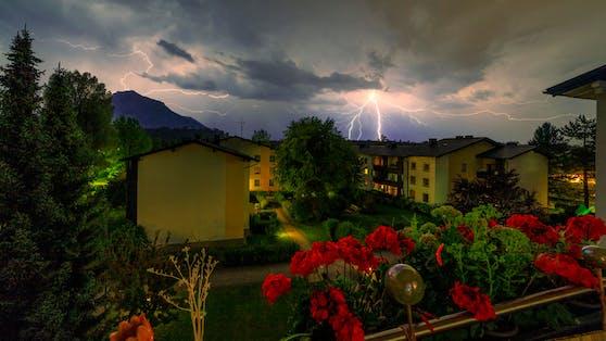 Am Wochenende drohen neue Gewitter und sogar Unwetter in Österreich. (Symbolbild)