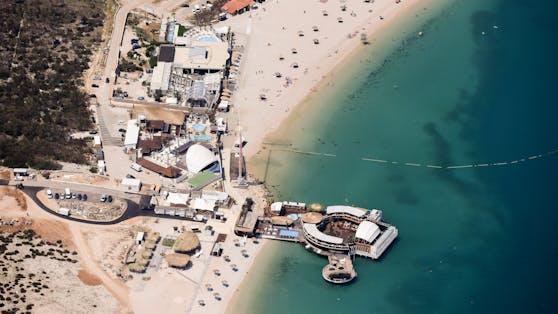 Der Partystrand Zrce auf der kroatischen Insel Pag.