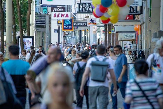 Passanten in der Mariahilfer Straße. (Symbolbild)