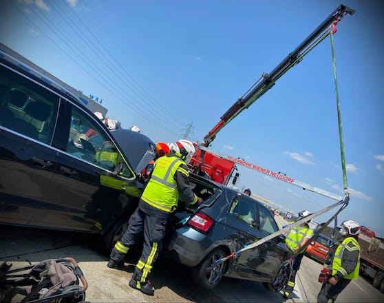 Vier Fahrzeuge mussten abtransportiert werden.