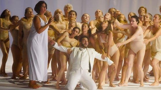 Star-Bariton  Davide Luciano als Hahn im Korb
