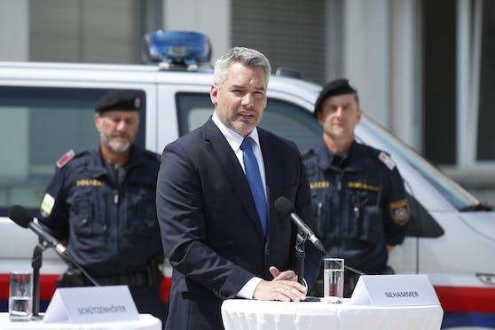 Innenminister Karl Nehammer (ÖVP) am 23. Juli im Rahmen einer Pressekonferenz.