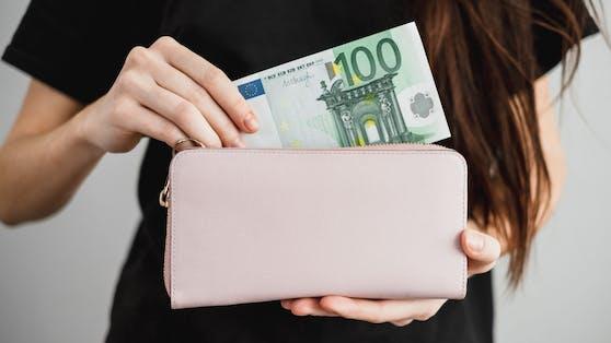 Geld sparen fällt vielen Menschen schwer (Symbolbild).