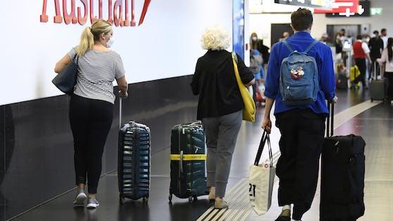 Urlauber am Flughafen Wien