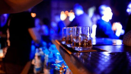 Eine Person wurde nach einem Bar-Besuch in Klagenfurt positiv getestet (Symbolbild).