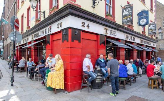 Pubs in Irland dürfen nun auch die Innenräume öffnen.