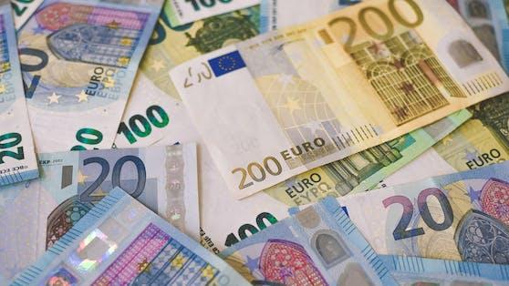 Zwei Personen knackten die sechs Richtigen: Sie erhalten nun jeweils rund 990.000 Euro.
