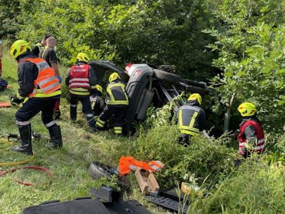 Der Pkw-Lenker musste von der Feuerwehr befreit werden.