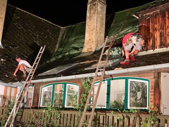 Hagel beschädigte Hausdächer in Rossatz.