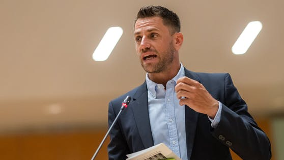 Gebi Mair bei einer Sitzung des Tiroler Landtags