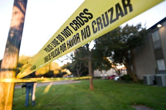 Eine Nachbarin wurde auf den Waffenlärm aufmerksam und rief die Polizei. Symbolbild