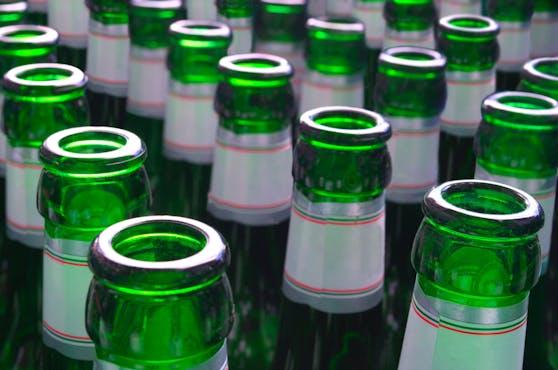 In bestimmten Hofer-Filialen sind einige Getränke ab Juli auch in Pfandflaschen erhältlich.