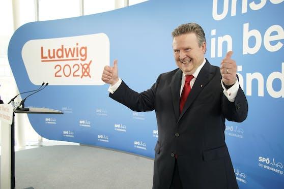 Michael Ludwig hat gut lachen: Seit der Wien-Wahl im Oktober 2020 legte er bei der Beliebtheit stetig zu. Laut einer aktuelle Umfrage würden ihn 70% der Befragten direkt zum Bürgermeister wählen.