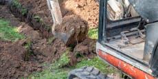 Mann gräbt Loch in Garten – plötzlich ist er Millionär