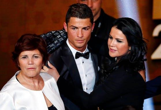 Cristiano Ronaldo bangt um seine Schwester Katia Aveiro (r.)