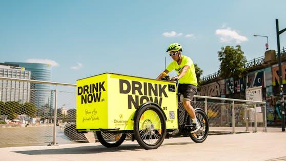 Mit E-Lastenrädern werden die gekühlten Drinks in die Wiener Party-Hotspots geliefert.